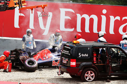 The damaged Scuderia Toro Rosso STR11 of Daniil Kvyat, is craned away after he crashed during qualifying