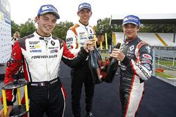 Подиум: Ландо Норрис (победитель), Дориан Бокколаччи (второе место) и Гаррисон Скотт (третье место)
