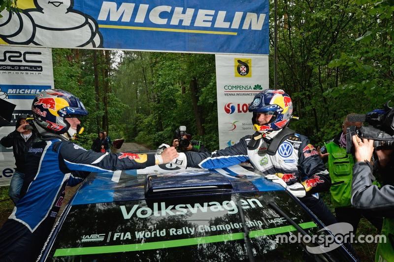 I vincitori Andreas Mikkelsen, Anders Jäger, Volkswagen Polo WRC, Volkswagen Motorsport