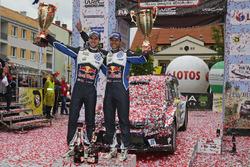 Para pemenang Andreas Mikkelsen, Anders Jテ、ger, Volkswagen Polo WRC, Volkswagen Motorsport