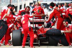 Sebastian Vettel, Ferrari SF16-H ai box