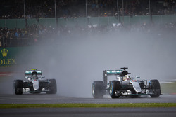 Lewis Hamilton, Mercedes AMG F1 W07 Hybrid leads Nico Rosberg, Mercedes AMG F1 W07 Hybri