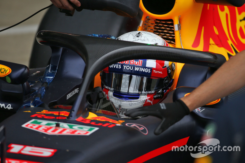 Pierre Gasly, testrijder Red Bull Racing RB12 met halo