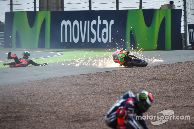 Sturz: Stefan Bradl, Aprilia Racing Team Gresini; Jorge Lorenzo, Yamaha Factory Racing