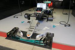 De auto van Lewis Hamilton in de Mercedes-garage in Austin