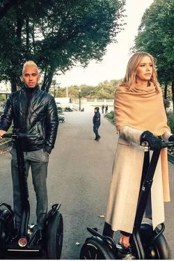 Lewis Hamilton e Lena Perminova em evento em Moscou