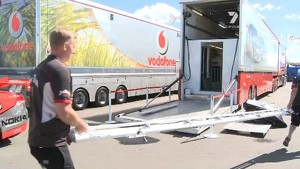 Crews setting up : Queensland Raceway