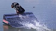 Une voiture radiocommandée qui roule sur l'eau!