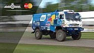 El Truck KAMAZ Dakar se va totalmente hacia un lado