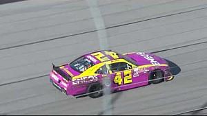 Larson sufre mientras trata de entrar a pits