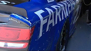Kasey Kahne taps the wall at Texas