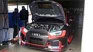 Il box della scuderia Comtoyou Racing