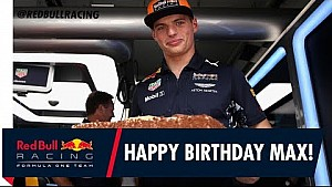 Red Bull feliciteert Verstappen met verjaardag