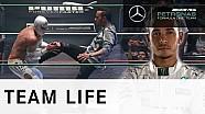 Lewis Hamilton di arena gulat