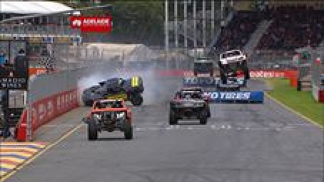 Adelaide: Irres Truck-Finish mit Crash